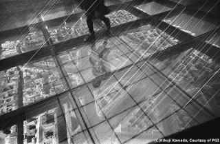 川田喜久治氏の2つの作品群から50点ずつを展示する写真展「百幻影-100Illusions」