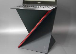 床上での簡易テーブルにもなる? 折りたたみ式のスタンディングデスク