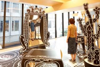 JINS渋谷店で「モンスターのめがね屋さん」をテーマにニコラ・ビュフ氏のアート展が開催