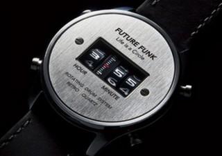時刻表示が車のアナログ距離メーターのようになった「ローラー式腕時計」、ピークスから