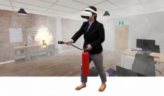 実物の訓練用消火器をコントローラーにして仮装空間で消火訓練できる「VR消火訓練シミュレータNeo」
