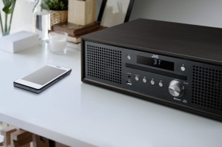 ビックカメラ、Bluetoothに対応したJVC製ミニコンポの新色ウッドブラックを独占販売