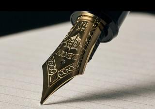 黄金にかがやく14金のペン先! バンダイより「ザビ家御用達万年筆」が登場