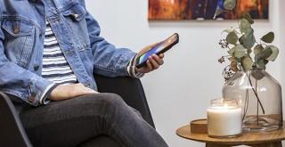 フォーカル、ボタンを押すだけで充電できるiPhone X対応Qiワイヤレスバッテリーケース発売