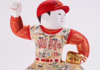 現代のスポーツ選手を江戸期の技法で表現した中村弘峰氏の創作人形展「MVP」