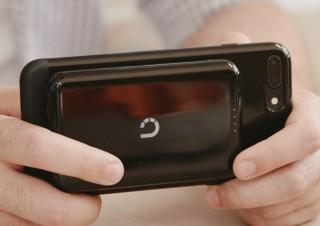 スマホ背面にピタッと貼り付くワイヤレスバッテリー「Prelude」発売。Glotureより