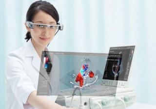 ドローンやスマートデバイスの映像を目の前に投影できる「スマートグラス」が11月27日発売
