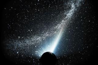 セガトイズ、6万個の星を投影する家庭用プラネタリウムHOMESTAR Classic METALIC BLACK発売