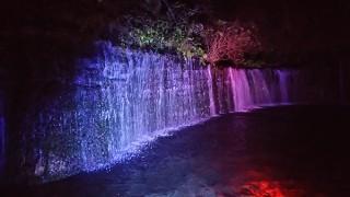 夜の星空などの自然とともに観光名所の「白糸の滝」のライトアップを楽しめるイベントがスタート