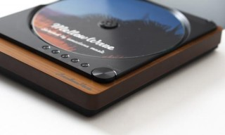 雰囲気ある佇まいのBluetooth機能付きCDプレーヤーがクラファン1200%超の人気に