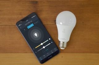 エルックス、スマホで明るさや光色を操作できるLED電球「Quito」を発売
