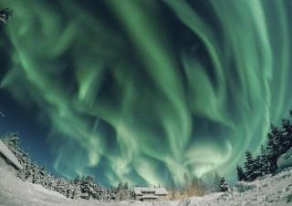 和紙にプリントした作品が展示される横田裕市氏の写真展「フィンランド 冬の光」