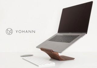 Mac Bookを美しく掲げ上げる木製の美スタンド「Yohann(ヨハン)」がクラファン登場