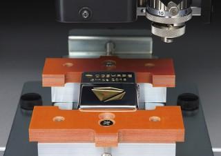 DGSHAPE、レーザーポインタ搭載で安定した作業を行える小型彫刻機「DE-3」を発売