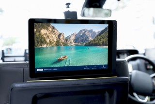 DeNA、タクシー車内に10.1インチワイドタブレットを設置して動画広告配信サービスを開始