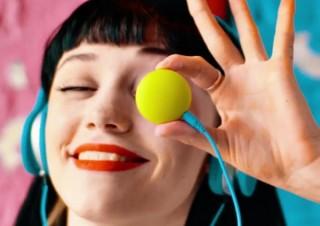 有線イヤホンをワイヤレス化、さらにペアリングして2台で音楽を楽しめる「Poppins」