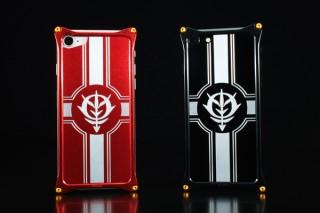 バンダイ、ガンダムのジオン公国エンブレム入りiPhone 8/7ケースを発売