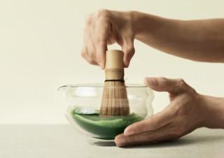 イギリス発の抹茶ブランドが作った、ガラス製の抹茶茶碗「Glass Katakuchi Serving Bowl」