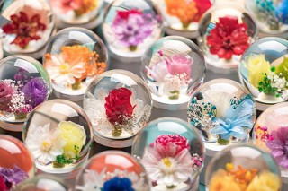 REINCA、純金や天然ダイアモンドを贅沢に使用した美しいフラワードーム「Fiora」を発売