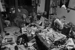 引きこもり生活を送る人々が部屋を撮影した「アイムヒア プロジェクト」写真集の出版記念展