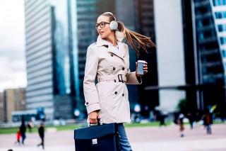 デノン、通勤時の服装に合う大人向けデザインのヘッドホン発表
