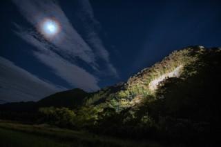 ライトアップされた滝ヶ原石切り場などの写真を募集している「こまつ石の文化フォトコンテスト」