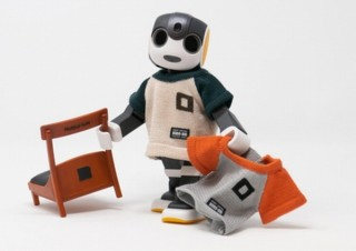 ロボット用アパレルブランドのROBO-UNI、ロボホンの公式ニットTシャツ・チェア発売