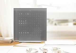 クロックツー、文章で時刻を表示するモダンアート置き時計より新色グレー発売