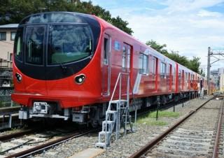 丸ノ内線の真っ赤でまんまるな新デザイン車両2000系、2月23日から運行開始決定