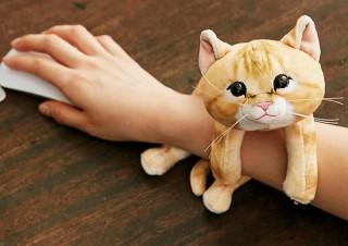フェリシモ、もっちり子猫が腕に巻き付くアームレスト発売