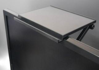 ディスプレイボードを使うと、デスク周りがスッキリ片付いて見える理由とは?
