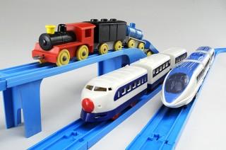 平成を代表する鉄道玩具のプラレールが集まった「おかげさまで60年まるごとプラレール展」