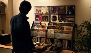 お気に入りのレコードを飾りながら収納できるコレクター向けラックがMakuakeに登場