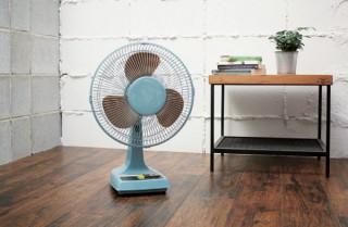 アピックス、ガチャッと押すタイプのボタンを採用したレトロ扇風機を発売