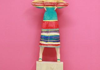 彫刻家の飯沼英樹氏の個展「デジタルに変換されたはずの彼女がまさかの天然木変換」
