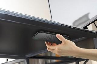 机の裏側に設置する、見えないワイヤレス充電器「deskHack」登場。厚さ32mmまで可能!