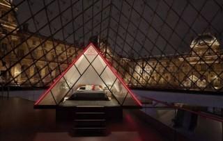 ルーブル美術館のピラミッドで寝る夜、食事はモナ・リザやミロのヴィーナスと共に