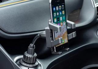 ドリンクホルダーにスポッと固定できる「スマートフォン用車載ホルダー」発売