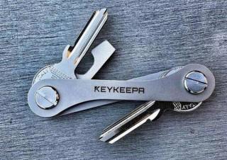 鍵を十徳ナイフのように美しくシンプルにまとめる「KEYKEEPA CLASSIC」