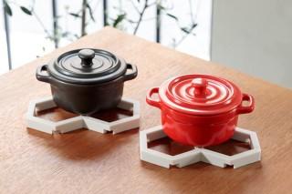 SOLCION、置く物に合わせて形状を変えられるシリコーン製の鍋敷き発売