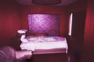 """わら半紙に印刷した""""写真集""""や映像で構成されている横田大輔氏の展覧会「Room. Pt. 1」"""