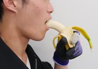 電気味覚で「食べ物の味を変える手袋」が登場!明治大学総合数理学部の宮下芳明研究室が開発