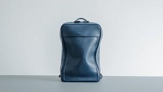 objcts.io、ネイビー色のミニマルデザイン防水レザーバックパックを発売