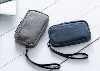 サンワサプライ、モバイルバッテリーなどの小物をスリムに収納できるガジェットポーチ発売