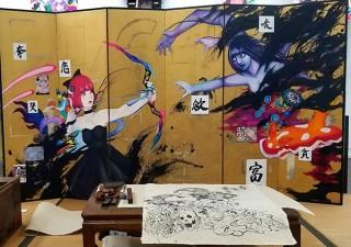 和の空間にコミックアートを展開するメロンパス氏の初個展「お座敷ブラックホール」