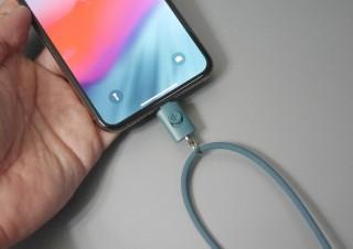 iPhoneでストラップを使いたい人に! Lightningポートで接続するストラップ