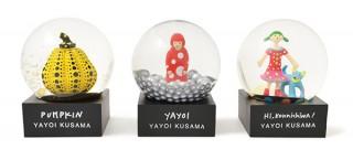 MoMA、草間彌生作品をモチーフとしたスノードームを発売