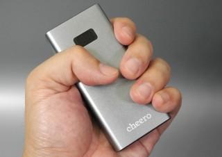 このサイズで10,000mAh!? 最大18WのUSB PDにも対応したモバイルバッテリー