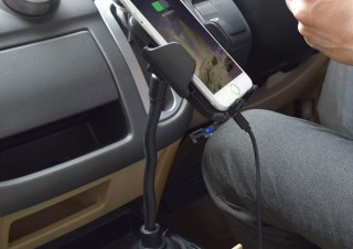 サンコー、ドリンクホルダーに内側から固定できるスマホ車載ホルダーを発売
