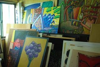 イデーショップの3店舗で画家のTAGAMI氏の作品を紹介する展覧会がスタート